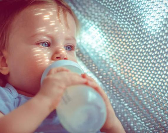 Lait de croissance : pourquoi le préférer au lait de vache pour les enfants de 1 à 3 ans ?